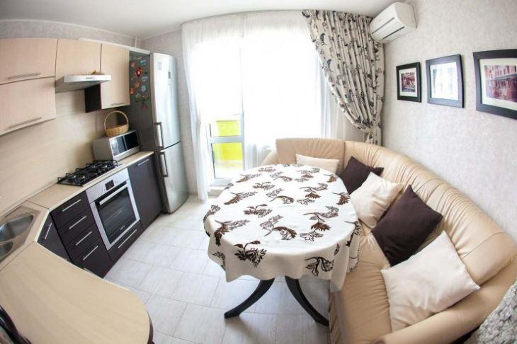 Стол с угловым диваном на кухню