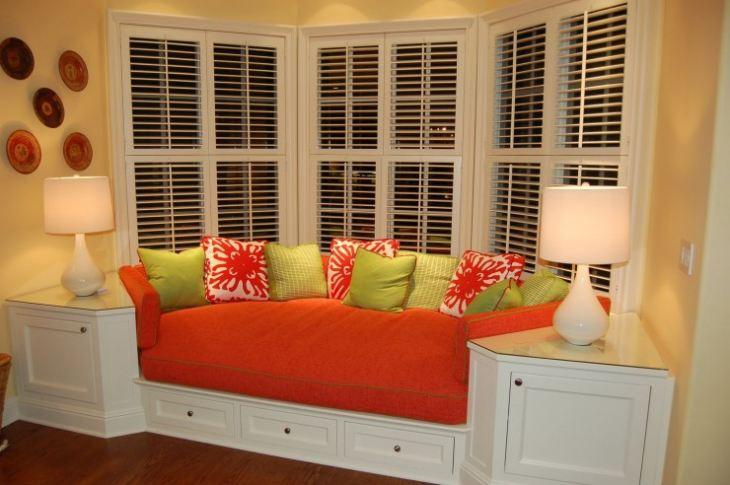 Круглый угловой диван на кухню