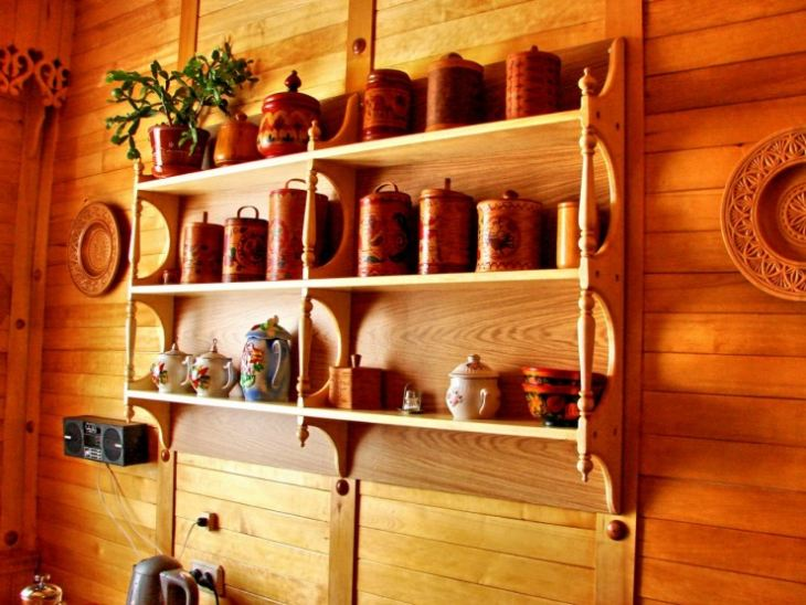 Деревянные полки на кухню