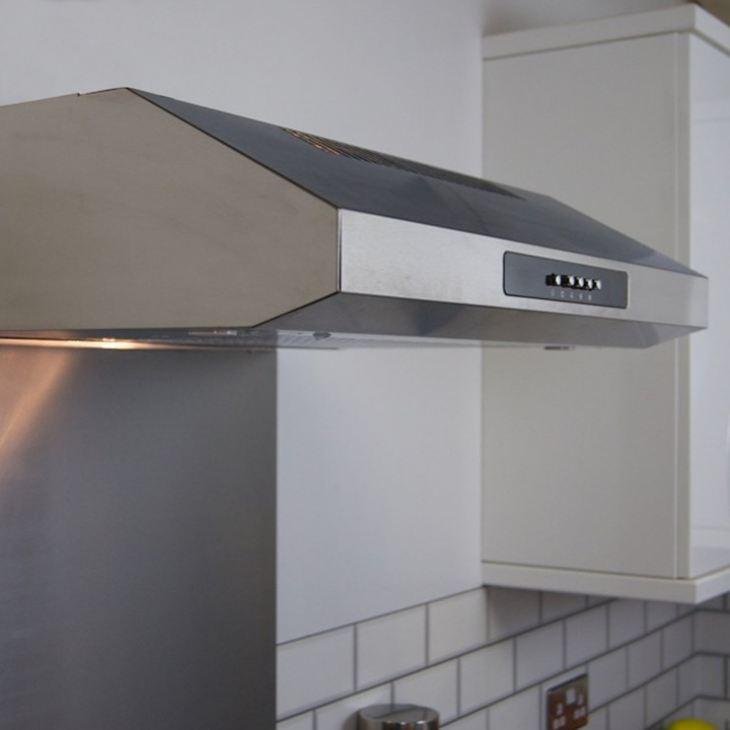 Чем закрыть трубу от вытяжки на кухне