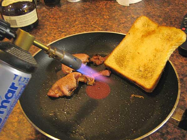 Как очистить сковороду от жира и нагара