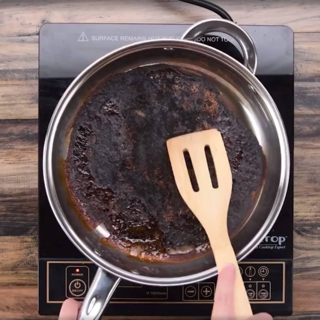 Кем очистить сковороду от нагара