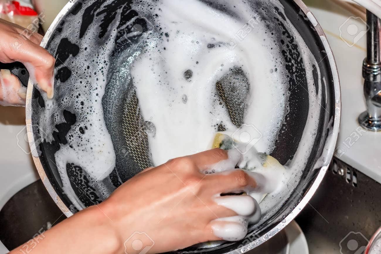 Чем отчистить нагар со сковороды