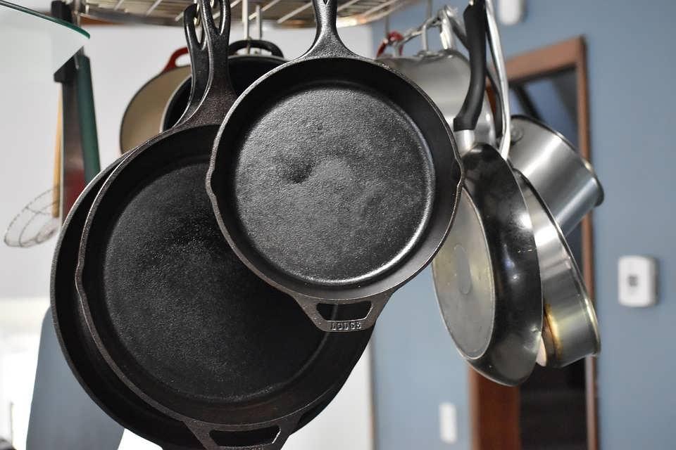 Как почистить сковороду от нагара народными средствами