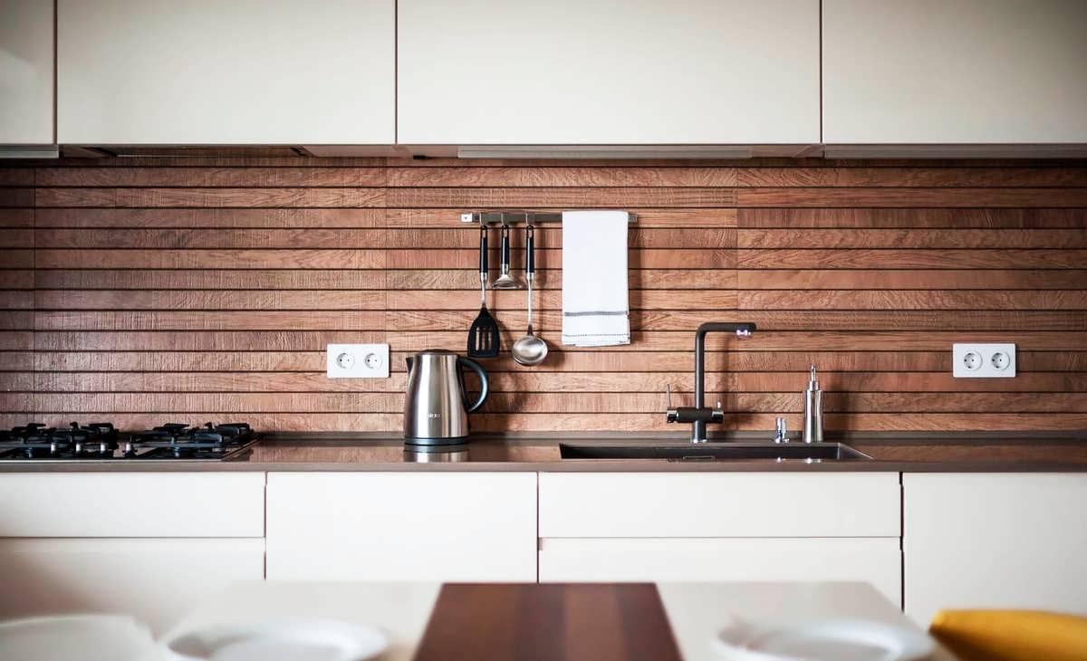 Ламинат на стену в кухне