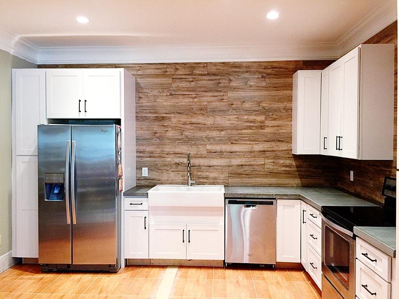 Ламинат на стене в кухне