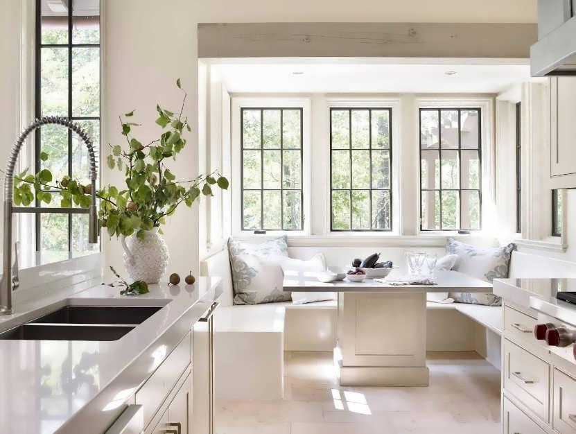 п образная кухня с окном посередине фото