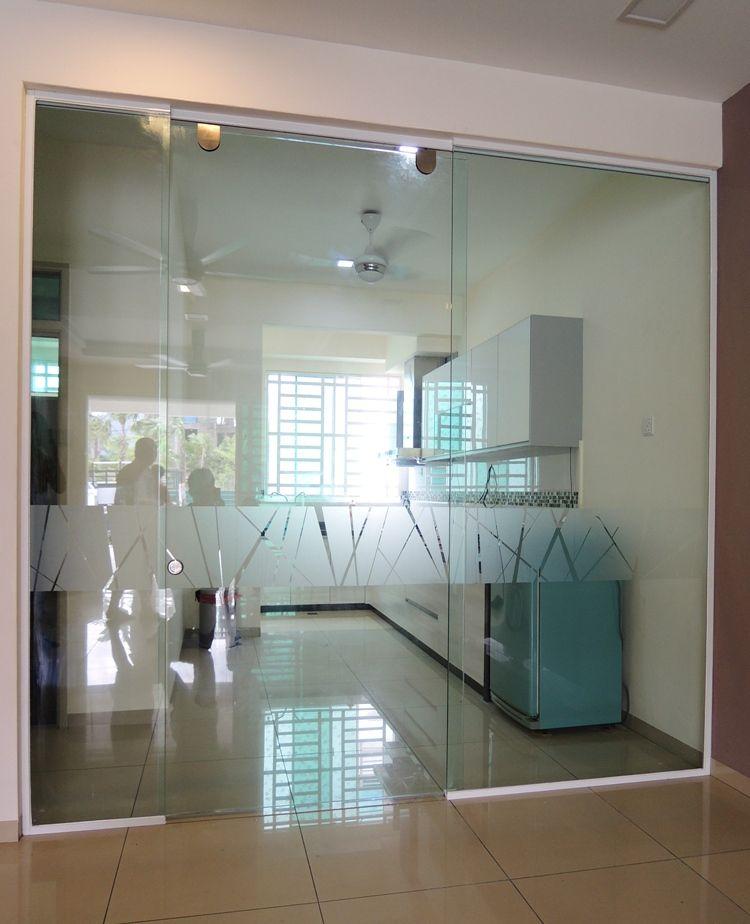 кухня гостиная со стеклянной перегородкой