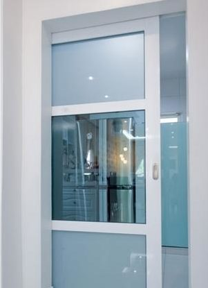 двери на кухню со стеклом