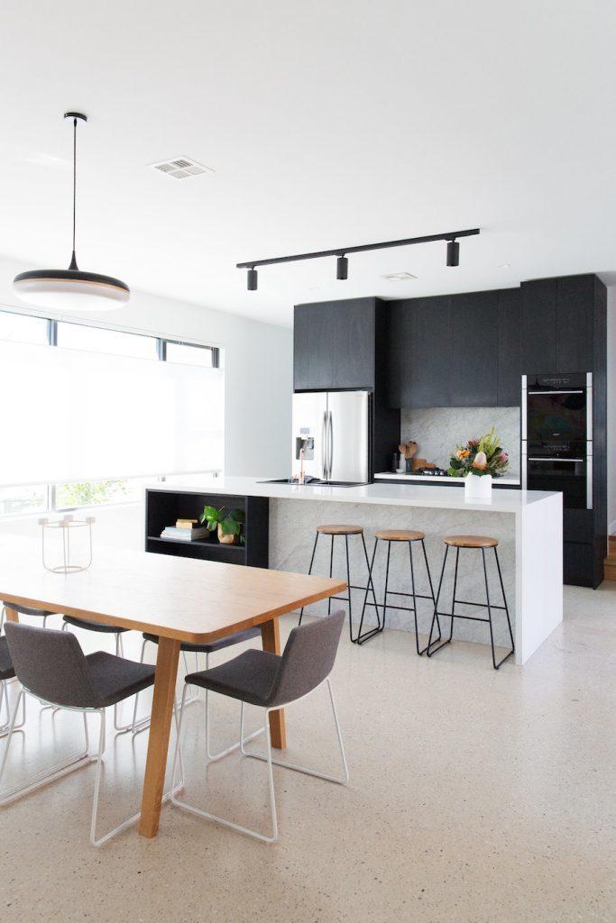 освещение на кухне с натяжным потолком фото