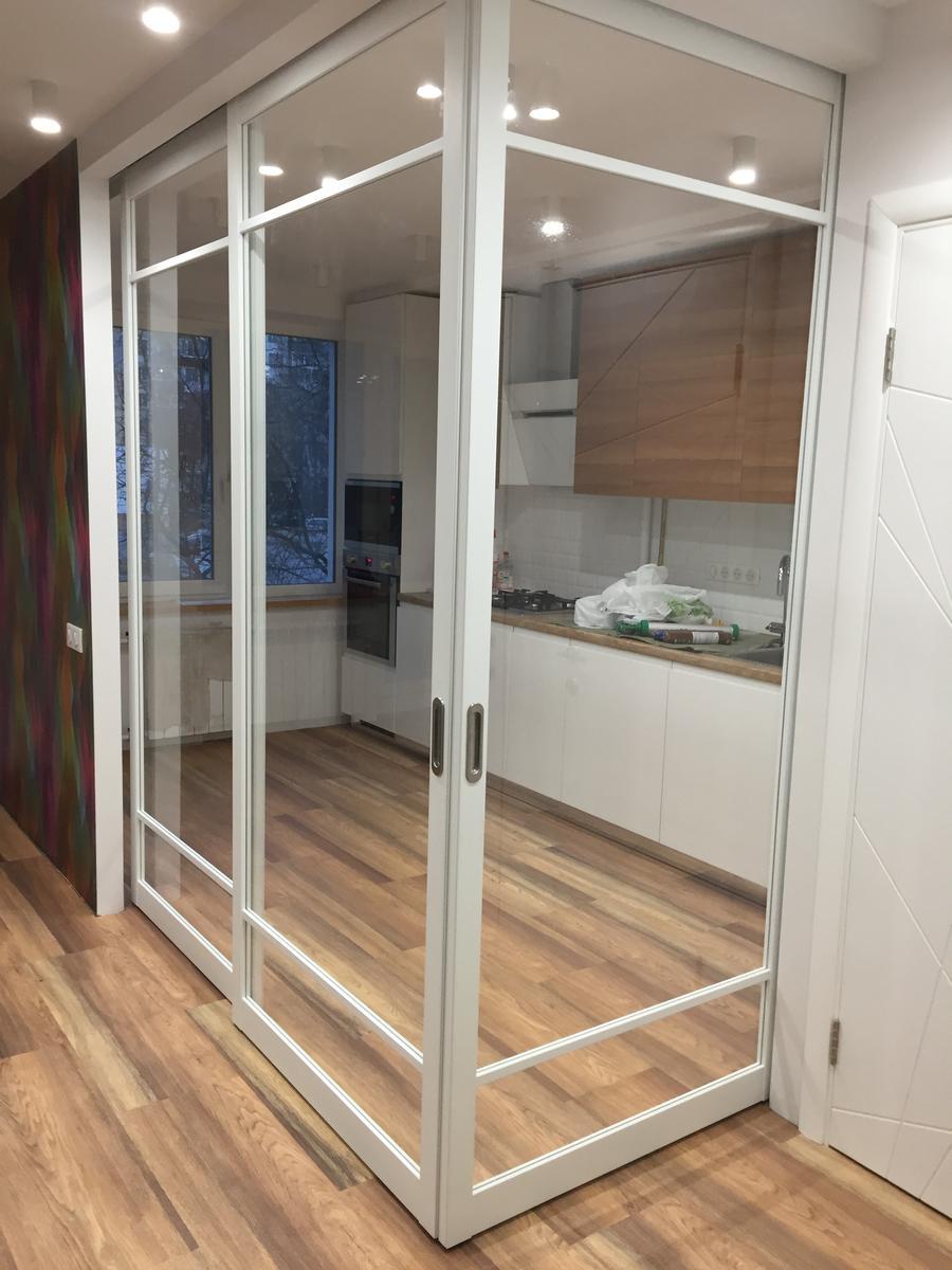 двери между кухней и гостиной фото
