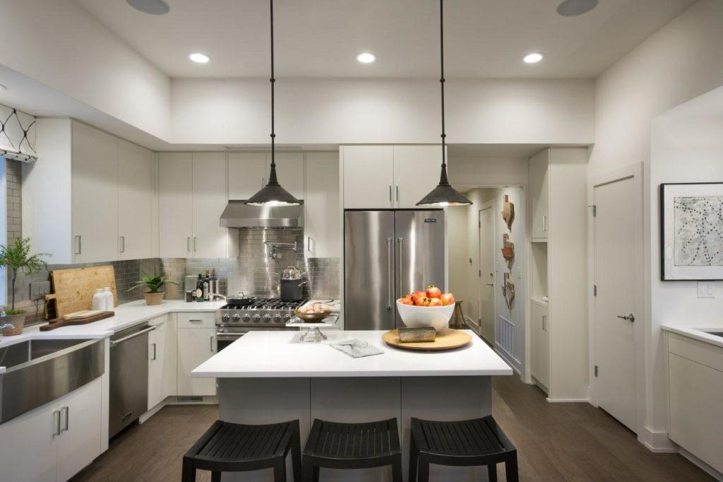 двухуровневый потолок на кухне