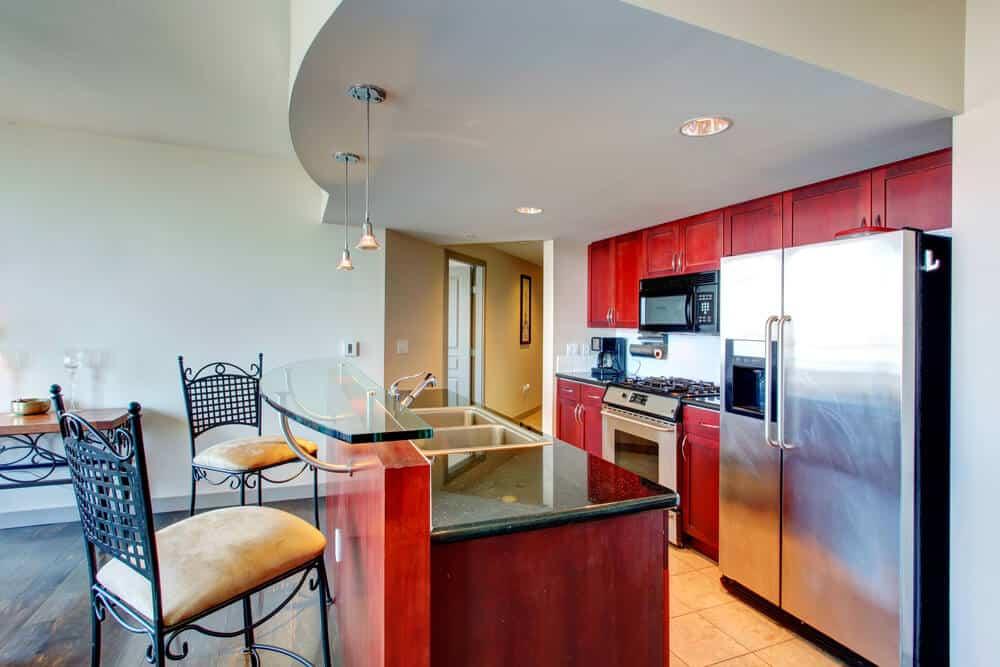 натяжной потолок на кухне дизайн