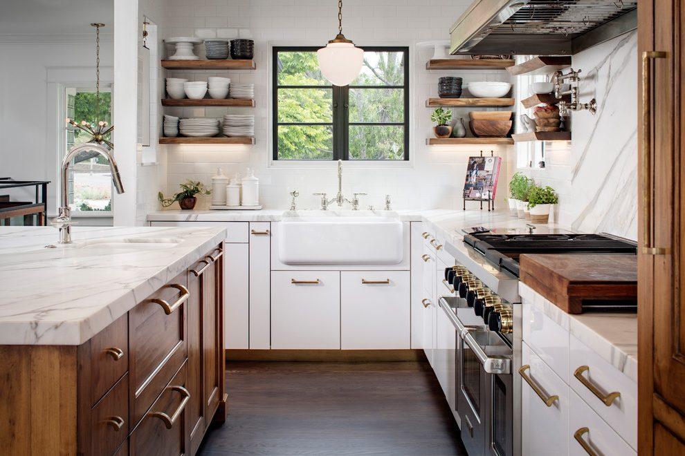 кухня в классическом стиле светлая