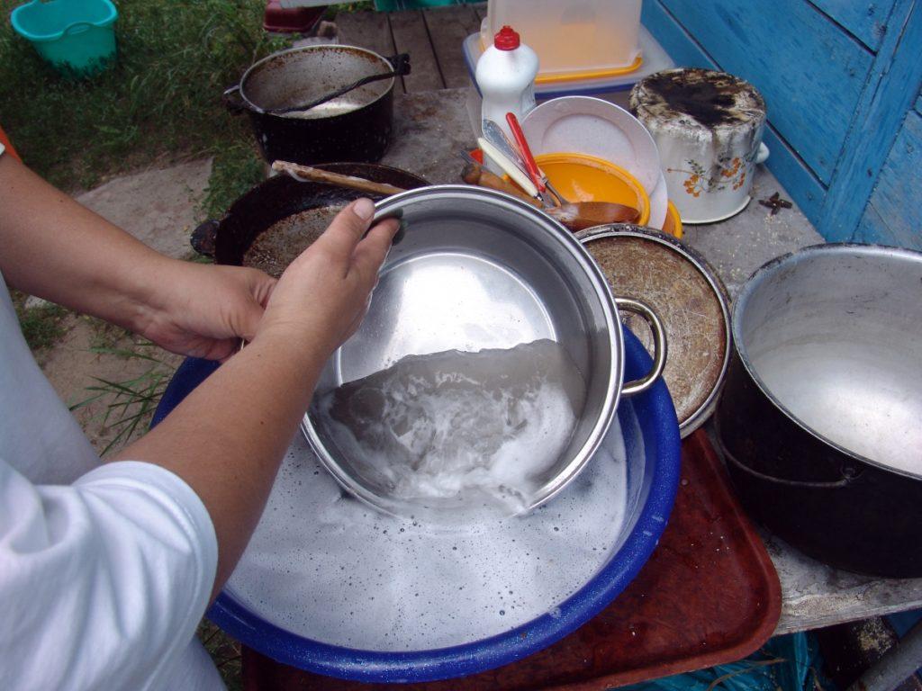 пригорела эмалированная кастрюля чем отмыть