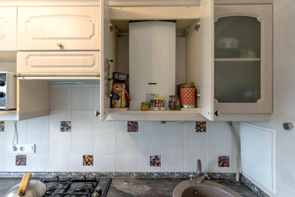 кухни в хрущевке с колонкой