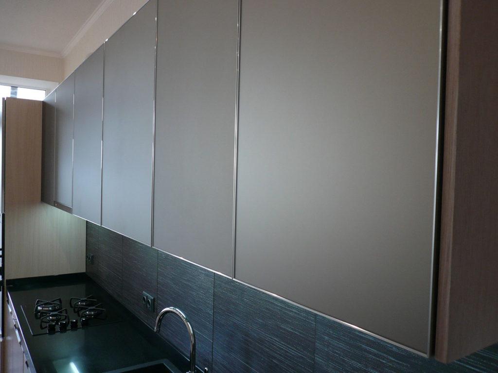кухня пластик в алюминиевой рамке фото