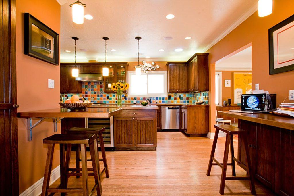 кухня персикового цвета фото