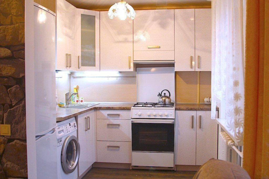 дизайн маленькой кухни в панельном доме