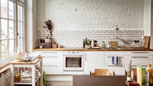 светлые кухни с темной столешницей фото