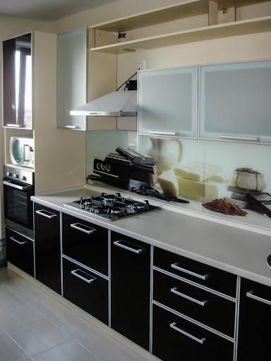 кухня с рамочными фасадами