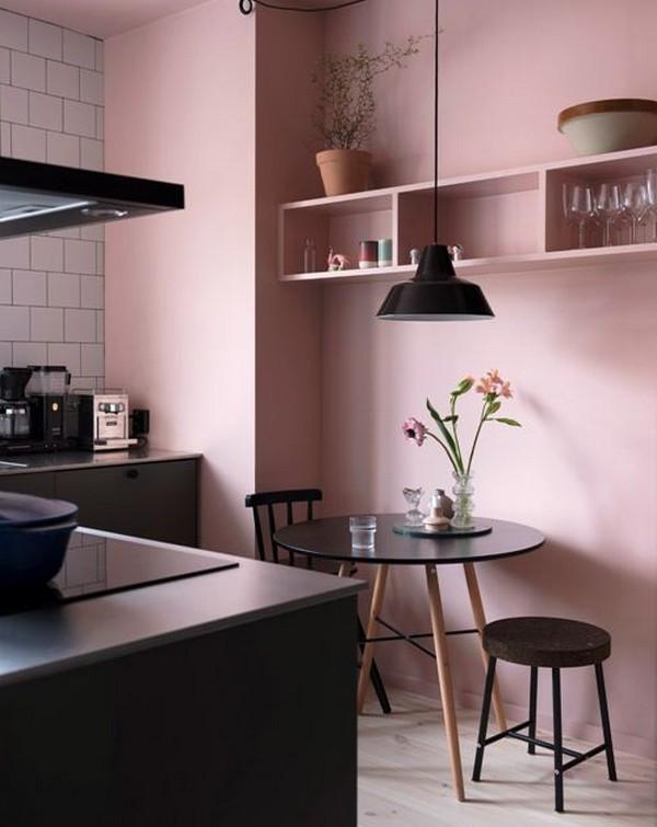персиковые обои на кухне