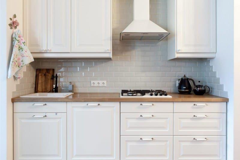 белый фартук для кухни