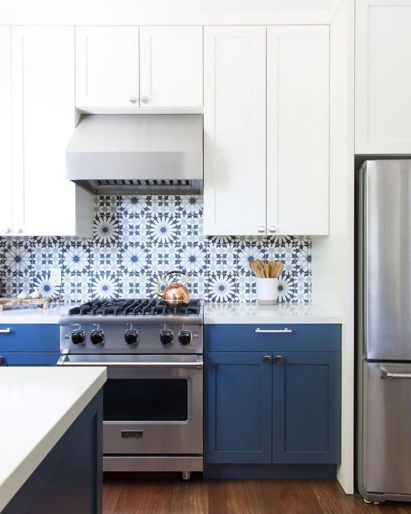 фартук для белой глянцевой кухни