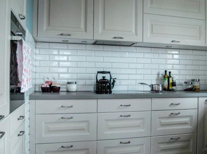 фартук кирпичиками на кухне