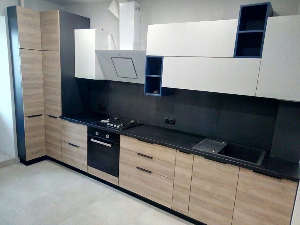 установка столешницы на кухне
