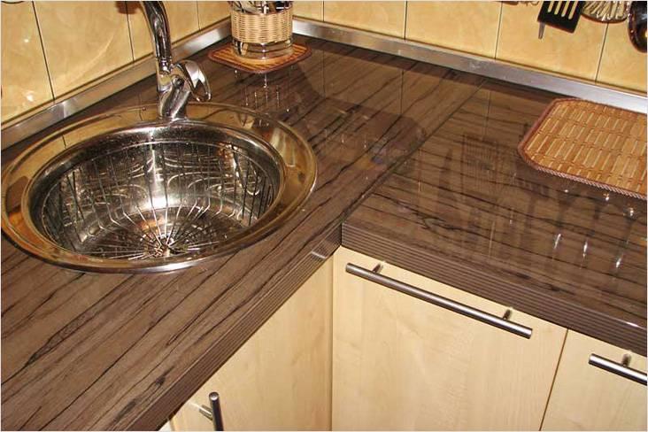 монтаж столешницы на кухне