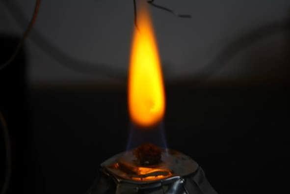 газ горит красным пламенем причины