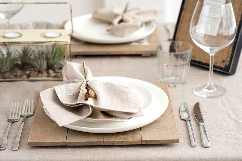 Как должны лежать столовые приборы у тарелки