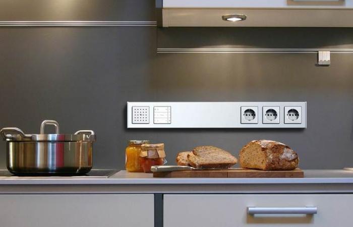 на каком уровне делать розетки на кухне