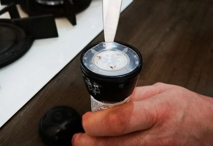 как открыть одноразовую мельницу для перца