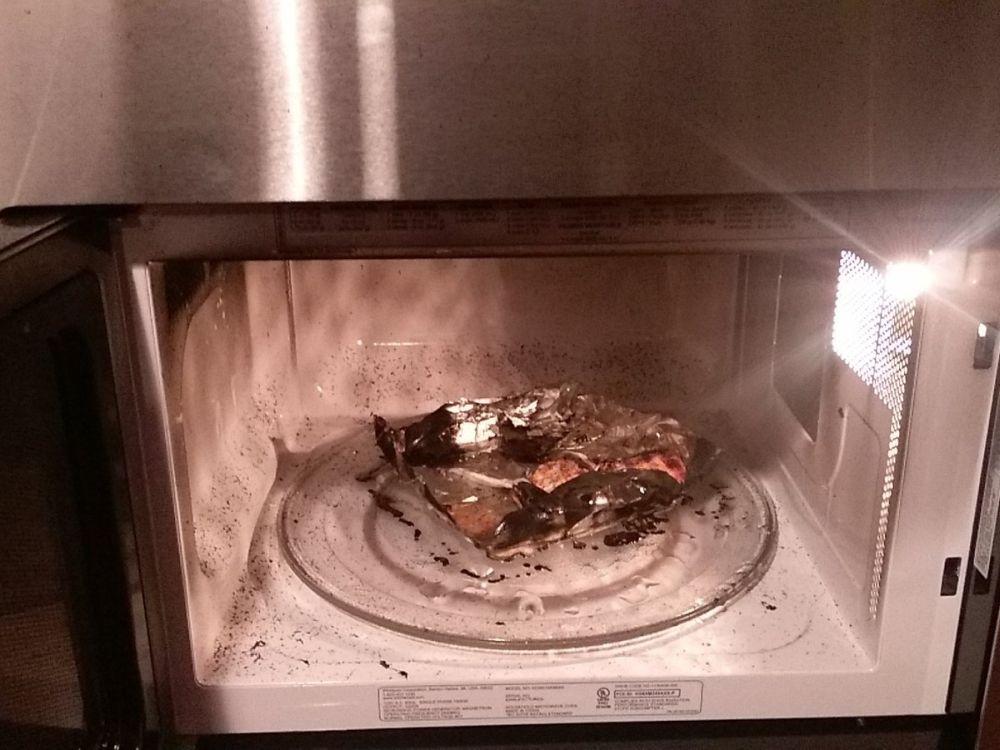 искрит микроволновая печь